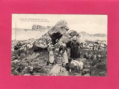85 VENDEE, Plage De BRETIGNOLLES, Ancien Corps De Garde Et Pierre-Rouge, Animée, Pêcheurs, (Alphonse Normandine) - Bretignolles Sur Mer