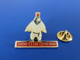 Pin´s Club De Judo - Gerland - Coq Sportif Tricolore (PT64) - Judo