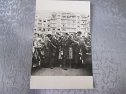 ALGER LE 13 MAI 1958. LES PARAS SUR LE FORUM - Algerien
