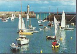 Binic (22) : Club Nautique Dans Le Port - Binic