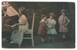 CPA - ENFANTS ET PIANO - Scenes & Landscapes
