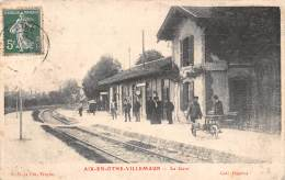 10 - AUBE - Gares Et Chemin De Fer / Aix En Othe - Villemaur - La Gare - Animée - France