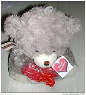 Ours Gris En Peluche Très Doux Avec Coeur Rouge - Teddybären