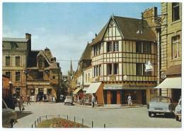 PAIMPOL (Côtes-du-Nord) - Place Du Martray - 2CV, Simca Ariane, Horlogerie... - Animée - Non écrite - Scan Recto-verso - Paimpol