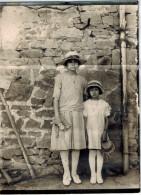 PHOTOGRAPHIE ORIGINALE FEMME ET FILLE A ST NIZIER D'AZERGUES (69) LE 7 AOUT 1921 - Luoghi