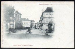 CHATELLERAULT Le.... 86 - Rue Du Berry Et Palais De Justice - Charrette à Bras - Vendeur Ambulant ?? - Chatellerault