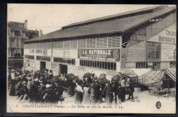 CHATELLERAULT 86 - Les Halles Un Jour De Marché - Chatellerault