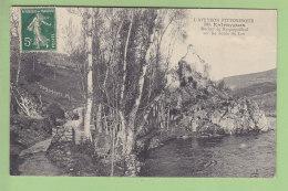 ENTRAYGUES : Rocher De Roquepailhol Sur Les Bords Du Lot. 2 Scans. Edition L R L A - Altri Comuni
