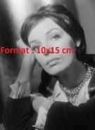 Reproduction Photographie D'un Portrait De La Jeune Marie Laforêt Portant Un Beau Collier De Perles - Reproducciones