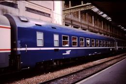 Photo Diapo Diapositive Slide Train Wagon Loco Locomotive Voiture Lits MU 634 Le 10/08/1999 VOIR ZOOM - Diapositives