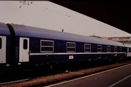 Photo Diapo Diapositive Slide Train Wagon Loco Locomotive Wagon Lits MU 742 Le 20/04/2000 VOIR ZOOM - Diapositives
