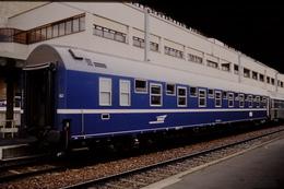 Photo Diapo Diapositive Slide Train Wagon Loco Locomotive Wagon Lits T2 Le 05/06/2000 VOIR ZOOM - Diapositives