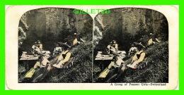 CARTES  STÉRÉOSCOPIQUES - A GROUP OF PEASANT GIRLS, SWITZERLAND - - Cartes Stéréoscopiques