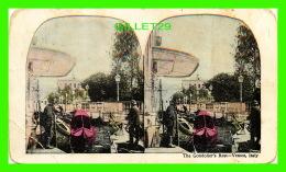 CARTES  STÉRÉOSCOPIQUES - THE GONDOLIER'S REST, VENICE, ITALY - - Cartes Stéréoscopiques