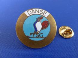 Pin´s Ex Broche - FFSG Fédération Française Des Sports De Glace - Patinage - Danse - Coq Sportif Tricolore (Z1) - Skating (Figure)