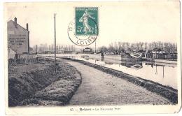 **45**  -BRIARE  Le Nouveau Port - Timbrée TTB - Briare