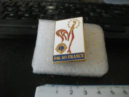 Pins Lions Club  DM .103 France Double Attaches - Associazioni