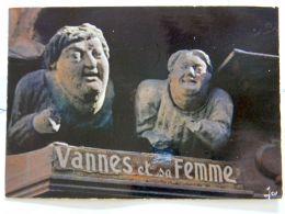 VANNES. VANNES ET SA FEMME SCULPTES DANS LES POUTRES D'UNE VIEILLE MAISON..... - Vannes