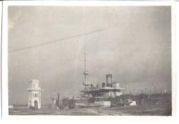 BATEAU DE GUERRE AU PORT  8X6CM - Barcos