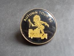 "- Ancien Badge ""IRON MAIDEN"" Autumn Tour 80 - Année 80 - - Musik"