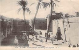 Algérie - Scènes, Place Publique D'un Village Sud-Algérien - Algérie