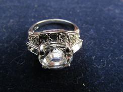 Les Plus Beaux Bijoux Du XXème Siècle. BAGUE Marlène DIETRICH - Rings