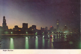 COLOUR PICTURE POST CARD PRINTED IN U.S.A., AMERICA - CHICAGO'S BEAUTIFUL NIGHT SKYLINE - Postcards