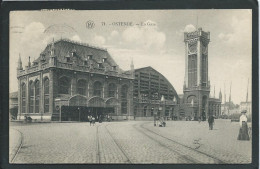 BELGIQUE...OSTENDE..ANIMEE..LA GARE.. L' HORLOGE... RAILS DE TRAM...C1996 - Oostende