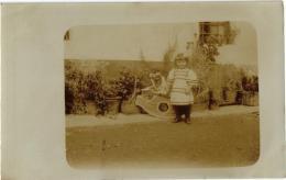 CARTE PHOTO PETITE FILLE ET SON CHEVAL A BASCULE REF 49762 - Jeux Et Jouets
