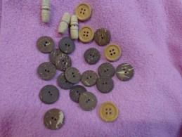 Lot De Boutons Bois Ou Imitation Bois- - Buttons