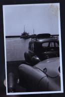 LA ROCHELLE Une Quatre Chevaux Sur La Barge  PHOTO ORIGINALE ANNEES 50 - La Rochelle