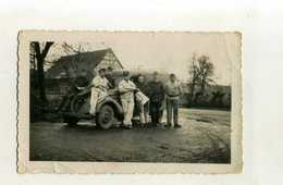 GUERRE 1939/45 . PHOTO DE GROUPE DANS UN STALAG . - Krieg, Militär