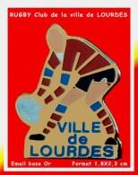 SUPER PIN´S RUGBY : CLUB De RUGBY Ville De LOURDES (région Midi-pyrénéenne) Email Base Or 1,8X2,3cm - Rugby