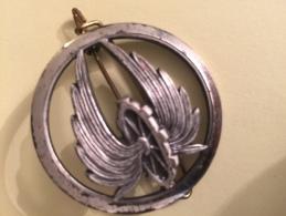 Broche ! Belle Broche Roue + Ailes à L Intérieur Gravé Ambert 63600 Beraudy Vaure Curiosité Bijoux Fantaisies - Bijoux & Horlogerie