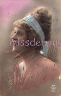 FEMME élégante - Portrait Colorisé - Cheveux Crantés Chignon  Ruban- Woman Notched Hair Bun - 2 Scans - Femmes