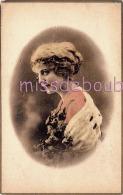 JOLIE FEMME - Portrait Dans Médaillon - Cheveux Crantés Fleurs - Attractive Woman Notched Hair - Dos Vierge - 2 Scans - Femmes