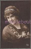 JOLIE FEMME - Portrait - Cheveux Crantés Diadème - Muguet - Attractive Woman Notched Hair - 1915 - 2 Scans - Femmes