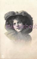 JEUNE FEMME - Portrait - Ajoutis - Chapeau - Mousseline - French Glamour Woman - Hat -  CPA - 2 Scans - Donne