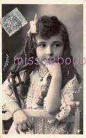 CHARMANTE FILLETTE -Carte Glacée -  Noeud - Cheveux Longs - Lovely Little Girl - Length Hair - N.Manuel - 1906 - 2 Scans - Portraits