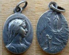 Med-0546 Médaille Ancienne Ovale.signée Dropsy (difficile à Lire) - Religion & Esotérisme