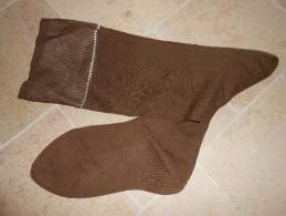 Ancienne Paire De Bas  Marron  Mat  Sans  Couture Mollet - Bas