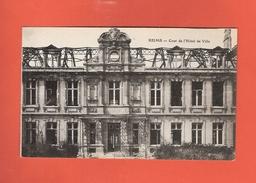 * CPA..dépt 51..REIMS :  Cour De L' Hôtel De Ville :  Voir Les 2 Scans - Reims