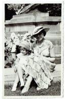 Carte Photo. Femme Au Chapeau & Enfant. Tervuren ?  Mode. - Personnes Anonymes