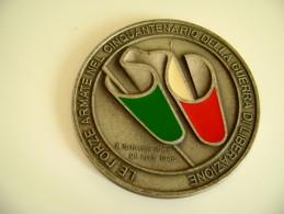 Medaglia Ufficiale Forze Armate 50 Anni Guerra Di Liberazione Diametro  75 Mm  MILITARE   MEDAGLIA  MED - Badges & Ribbons