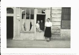 Petite Photo CALVADOS Honfleur Devanture Marthe BELLIN Corsets Sur Mesure Et GRENOUT Sage-femme (piqûres) Lire Annonce - Orte