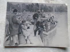DC27.17 Hungary  - Children  FISHING  -BALATON -   - Large Photo   Ca 1950 - Lieux