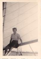 25926 Photo Belgique Anvers Antwerpen ? -bateau Yatch Regate Marin Femme Couple Voilier - Année 40-50
