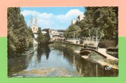 CPSM  FRANCE 79  ~  NIORT ~ 6 La Sèvre, Au Fond L´Eglise St-André  ( Artaud 14x9 Dentellée 1964 ) - Niort