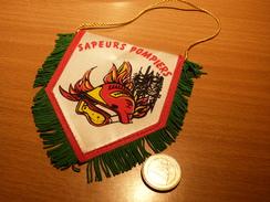 FANION  SAPEURS POMPIERS . TISSU . 10X8CM. - Pompiers