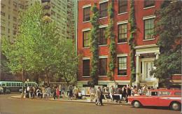 NEW YORK CITY - Greenwich Village - Old Car - Greenwich Village